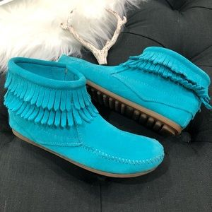 Minnetonka Girls Double Fringe Moccasins EUC 4
